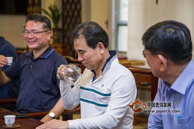 双陈图集:想知道老外是怎么泡中国普洱茶的吗?看这里......