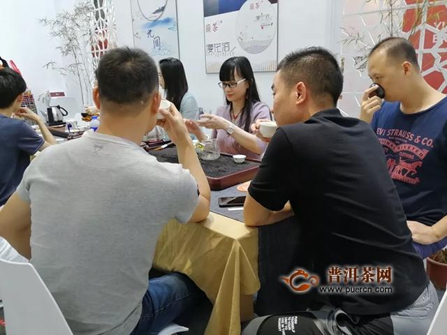 茶博会第四天,东莞茶叶协会会长莅临现场指导~